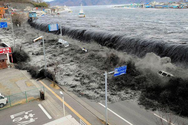 tsunami on japan
